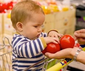 courses-bebe-supermarche-tomates
